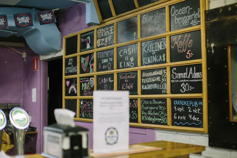 Gediget ölutbud i puben Kårkällar´n, som precis namnet antyder huserar i husets källare. Foto: Marit Lissdaniels